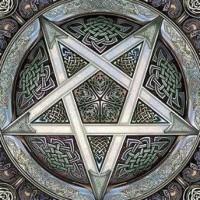 Simbol Yahudi. Simbolisme berkaitan dengan doktrin. Sebuah simbol diciptakan untuk membawa seseorang ke alam pikiran kelompok atau orang yang membuat simbol tersebut.