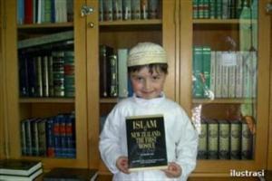 Bocah Amerika: Sejak Bisa Membaca Sudah Memeluk Islam