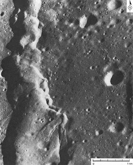 Gambar ini diambil oleh NASA, menyerupai`struktur las Listrik` seperti yang kita lihat pada dua potongan logam yang disambung denga Las listrik, tetapi bekas sambungan yang ada di Bulan ini ukurannya sangat besar dan panjangnya hingga mencapai ratusan kilometer.