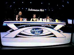 """Simbol """"All Seeing Eye"""" di acara Indonesian Idol yang ditayangkan oleh RCTI."""
