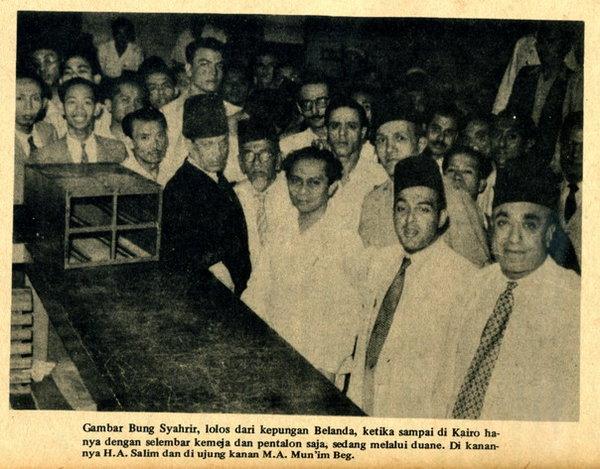 Kemerdekaan-Indonesia-Sutan-Syahrir-berhasil-meloloskan-diri-dari-kepungan-Belanda-dan-berhasil-masuk-Kairo-Mesir-di-sampingnya-tampak-H-Agus-Salim-